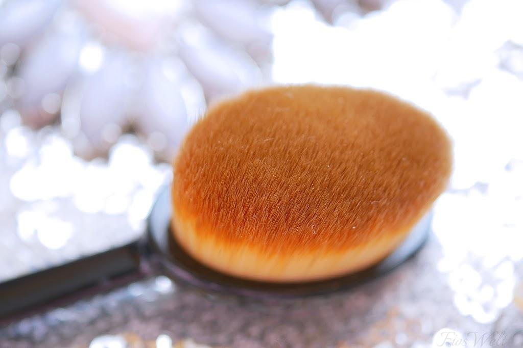 Medium Oval Brush